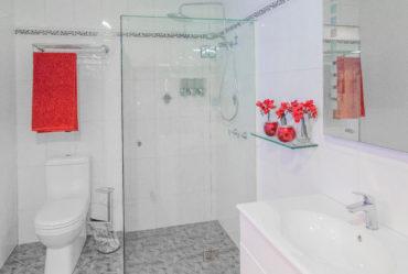 Kewco-Monarch-Shower-Screen